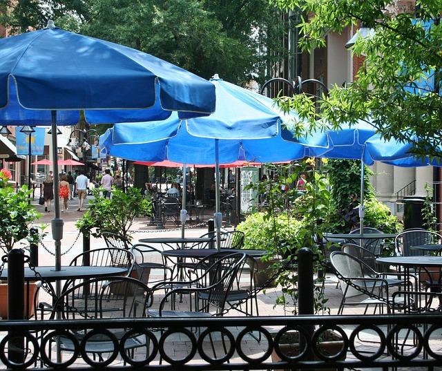 restaurant dejeuner en extérieur en terrasse savoir vivre politesse règle de bienséance étiquette