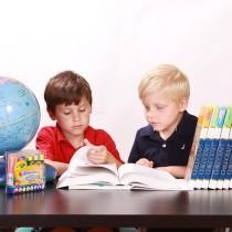 bonnes manières enfants politesse savoir-vivre protocole enseigner règles aux enfants étiquette conseils parents apprendre bonnes manières étiquette bienséance courtoisie ponctualité apprendre chic enfants mots magiques guide vocabulaire