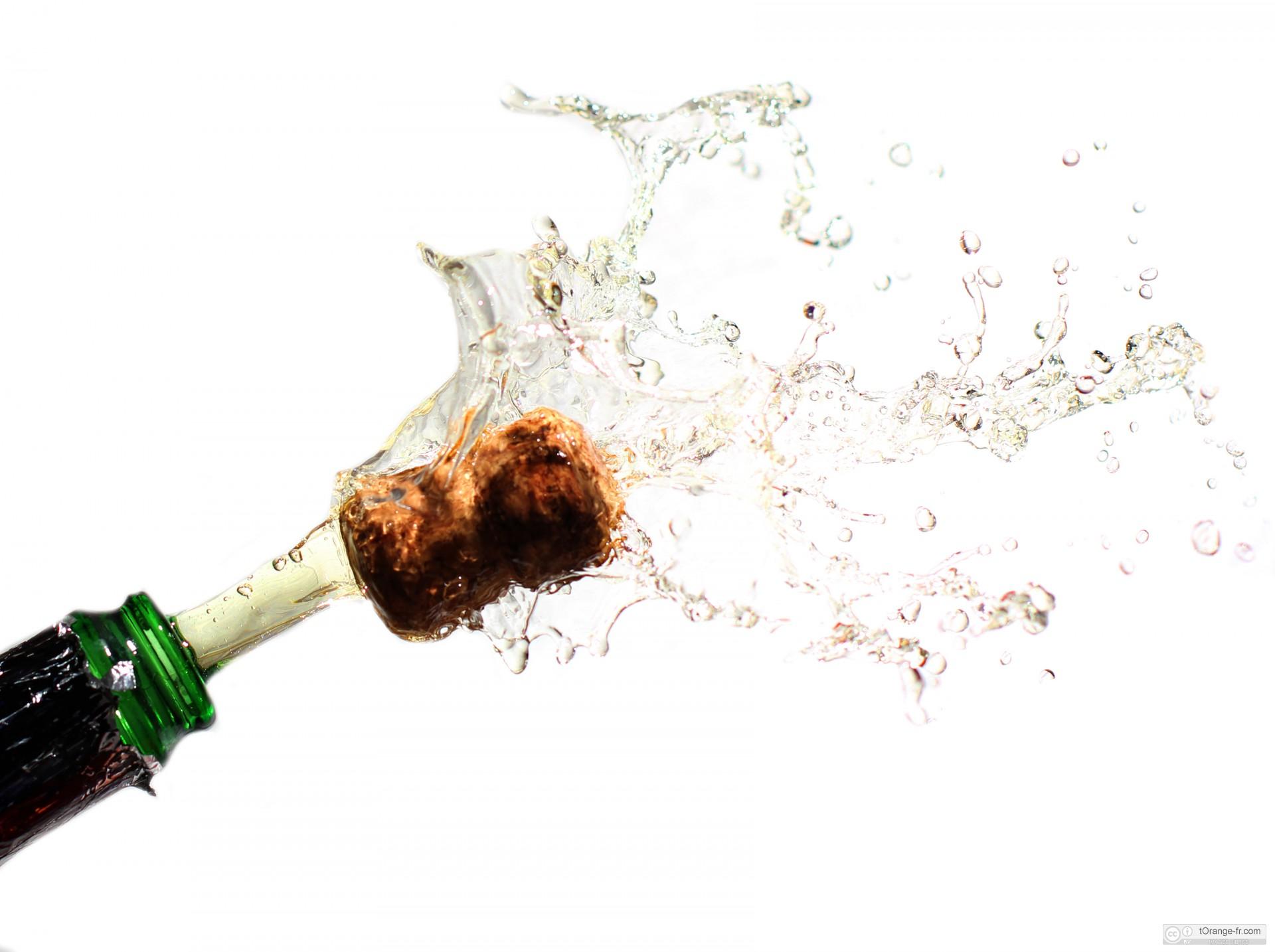 Comment ouvrir une bouteille de champagne dans les r gles de l 39 art apprendre les bonnes mani res - Une bouteille de champagne pour combien de personnes ...