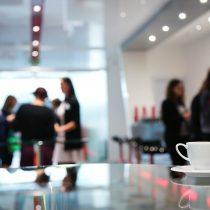 clients et sujets de conversation acceptables sujet conversation travail bureau laurance caracalla carent savoir-vivre bureau étiquette protocole travail open-space