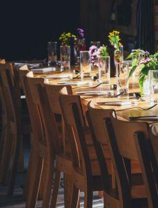 cours placer les verres à table politesse étiquette bonnes manières protocole  Rothschild guide expert spécialiste coach bonnes manières