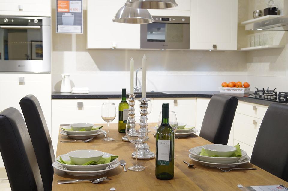 table anglaise française style dresser table protocole mondanité dîner fromel règles courtoisie étiquette savoir vivre