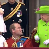 Enfants et bonnes manières hommages reine elizabth politesse éducation enfants