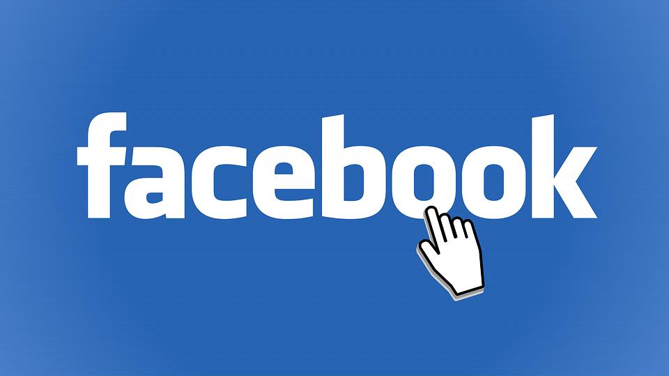 mentir sur Facebook lady gentleman politesse usages codes savoir-vivre protocole netiquette bonne manières femme ado homme ordinateur facebook apprendre guide convenance courtoisie