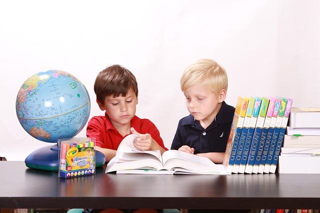 bonnes manières enfants politesse savoir-vivre protocole enseigner règles aux enfants étiquette conseils parents