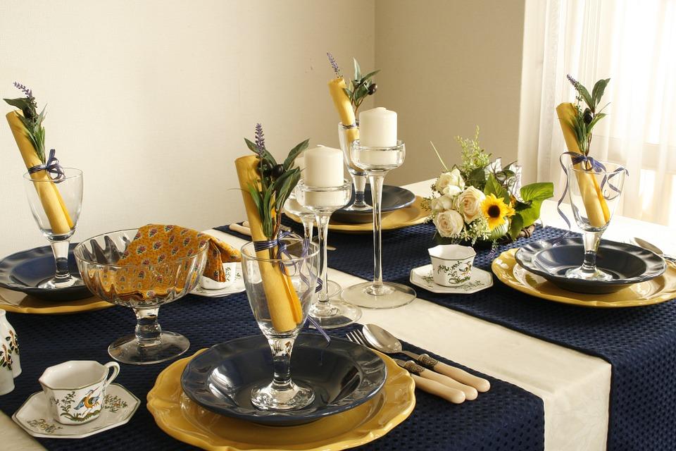 arts de la table france, service plats france, protcole étiquette bonnes manières, nadine de rothschild 7 erreurs deco table