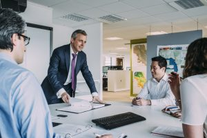 règles de savoir-vivre ponctualité étiquette protocole usages bonnes manières guide expert coaching coach bonnes manières usages biensénace