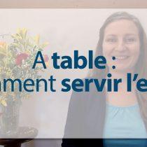 25---Comment-servir-l'eau-à-table-politesse- Arts de la table et bonnes manières codes usges convenances modernes protocole expert spécialiste meilleur référence mondiale