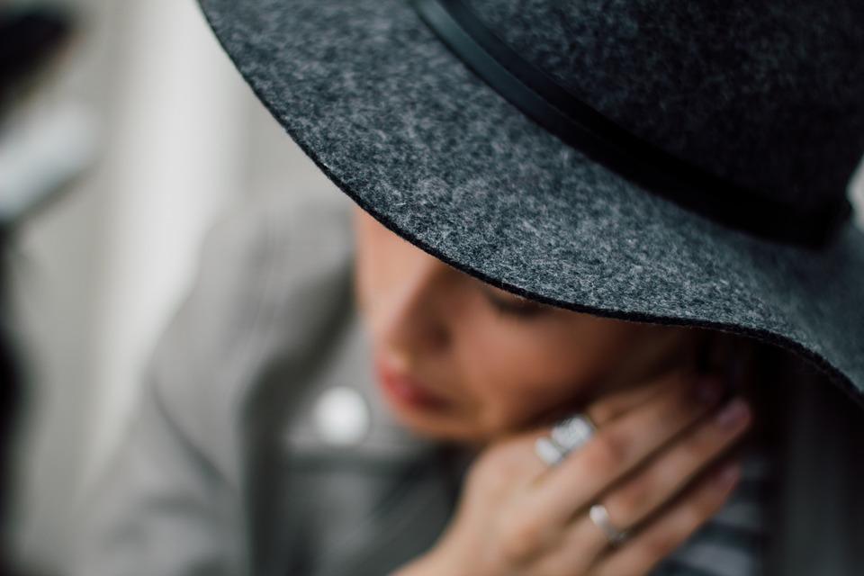 Comment se comporter en lady comment devenir une lady comment devenir une princesse bonnes manières femme étiquette savoir-vivre courtoisie galanterie politesse codes mondains expert sépacialiste cours leçon guide livre auteur